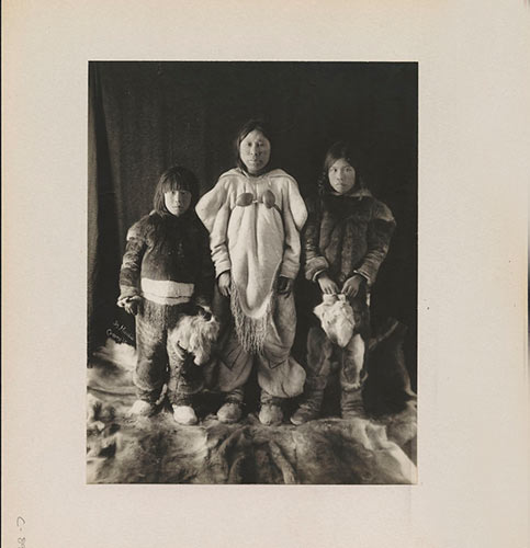 Widow and her children, Nunavut, by Geraldine Moodie (MIKAN 3376416).  Library & Archives Canada.